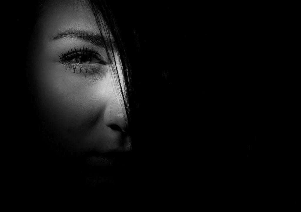 恋愛 失敗 見つめる 女性