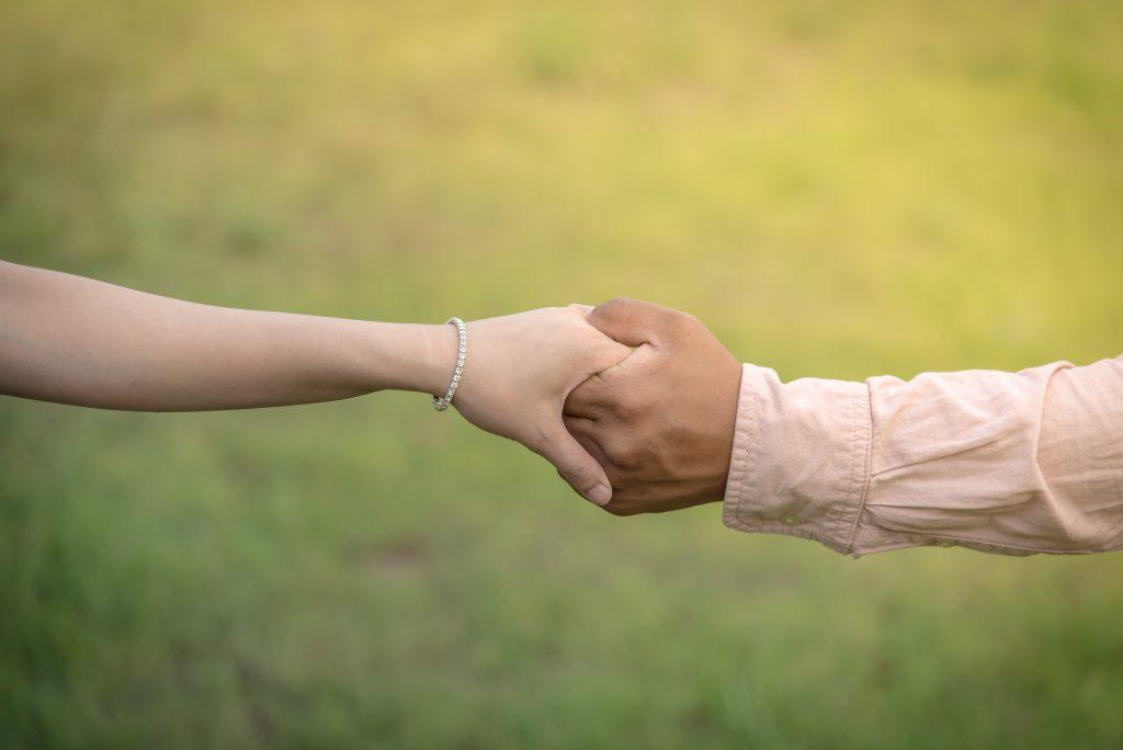 恋愛 失敗 握手