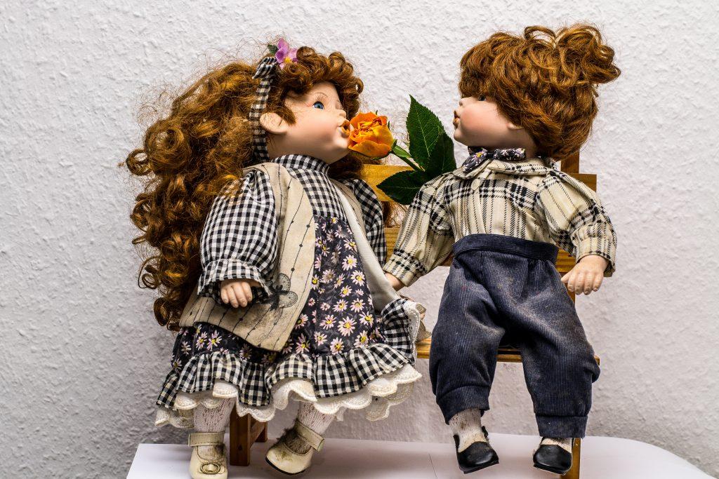 男の子と女の子の人形